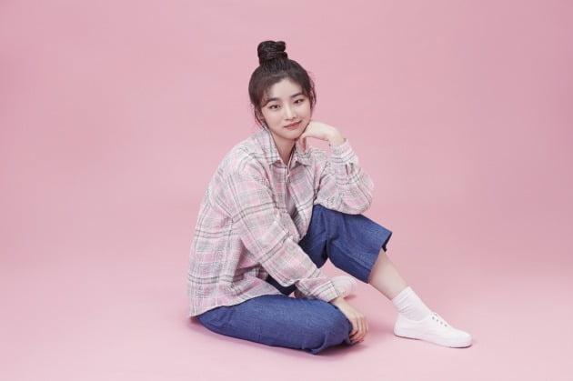 """진한 눈썹이 인상적인 배우 이혜원, """"매력이 많아요""""/사진제공=골든스파이더"""
