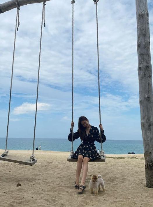 이다해, '♥' 세븐이 찍어 줬나? 바닷가에서 빛나는 미모 자랑 [TEN★]