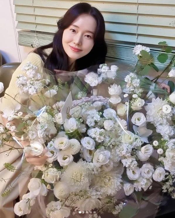 '42세' 이정현, 남편이 아닌 곳에서 받은 큰 꽃바구니에 '♥♥♥'[TEN★]