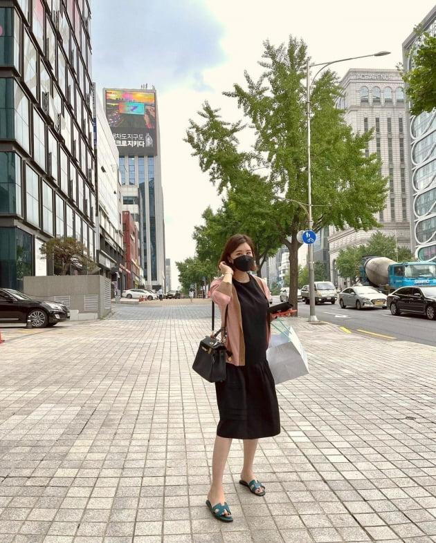 """'재미교포♥' 박은지, 수천만원 H사 명품백 메고 논현동서 드레스 쇼핑 """"태교"""" [TEN★]"""