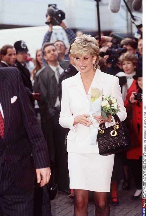 사진제공_디올 (5)  Diana, Princess of Wales, visits the National Hospital of Neurology and Neurosurgery in London, March 6th, 1996.© REX_SIPA