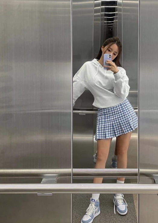 티아라 효민, N사 브랜드 '♥'…각선미 있어야 가능한 스타일 [TEN★]