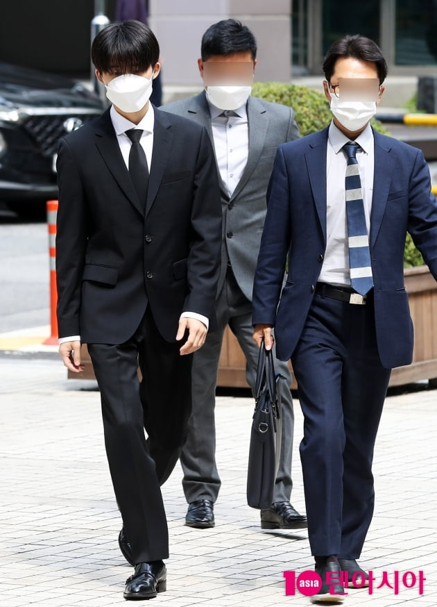 [TEN 포토] '마약 투약' 비아이 '변호인과 법원으로'