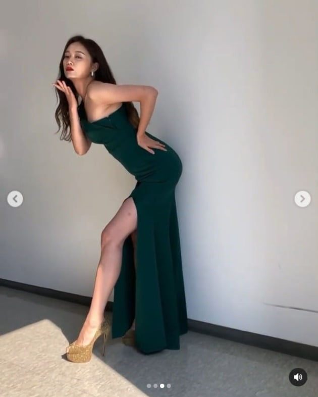 '러브 개구리' 전소민, 이번엔 누굴 유혹하나…재벌가 시집가도 될 드레스 자태 [TEN★]