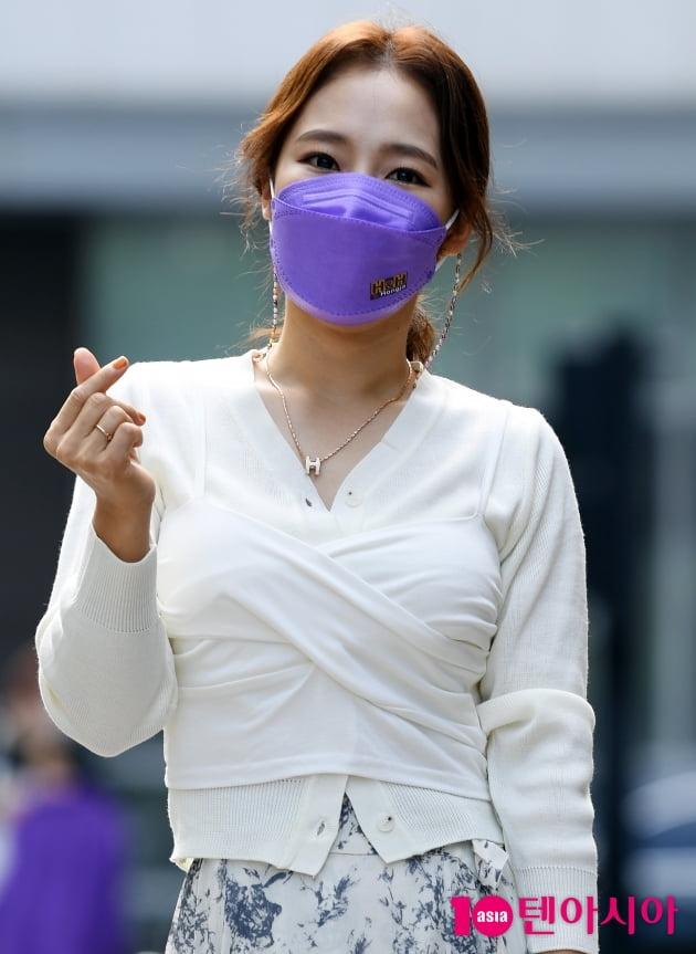 [TEN 포토] 홍자 '시크한 하트'