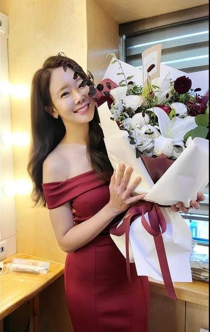 소유진, 꽃보다 아름다운 미소...오늘도 열일중[TEN★]