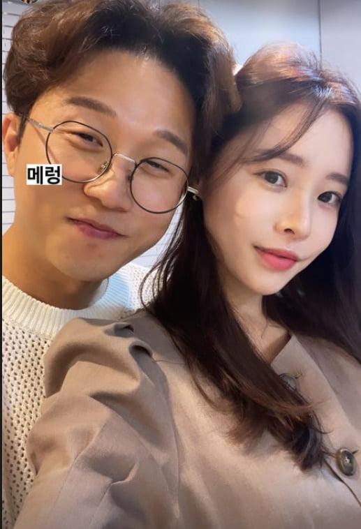 '박성광♥' 이솔이, 뽀뽀하기 3초전...달달한 신혼?[TEN★]