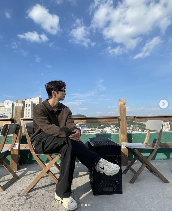 서인국, 매력 넘치는 가을남자...구름마저 멋짐[TEN★]