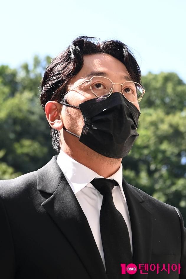 [TEN 포토] '프로포폴 불법 투약 혐의' 하정우 '어두운 표정으로'