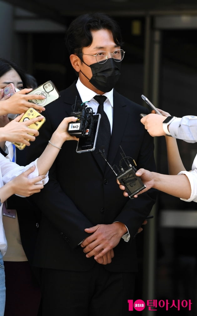 """[TEN 포토] '프로포폴 불법 투약 혐의' 하정우 '벌금 3천만원 """"겸허히 받아들일것""""''"""