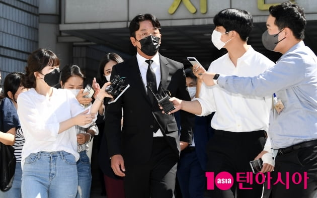"[TEN 포토] '프로포폴 불법 투약 혐의' 하정우 ""앞으로 건강하게 살겠다"""