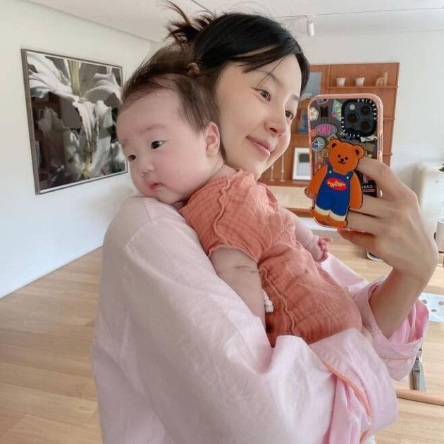 한지혜, 100일 안 된 딸과 데칼코마니 [TEN★]