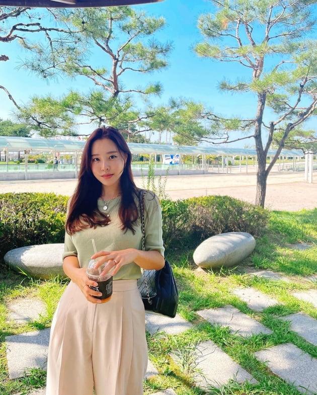 """'박성광♥' 이솔이, 오픈런으로도 사기 힘든 C사 500만원 명품백 들고 """"1일 3커피"""" [TEN★]"""