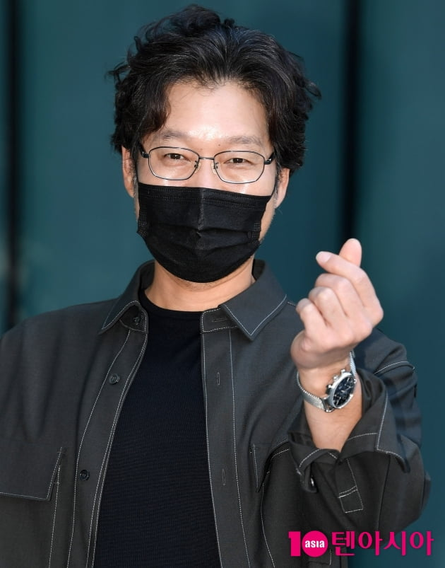 [TEN 포토] 유재명 '드라마 '홈타운' 사랑해주세요'