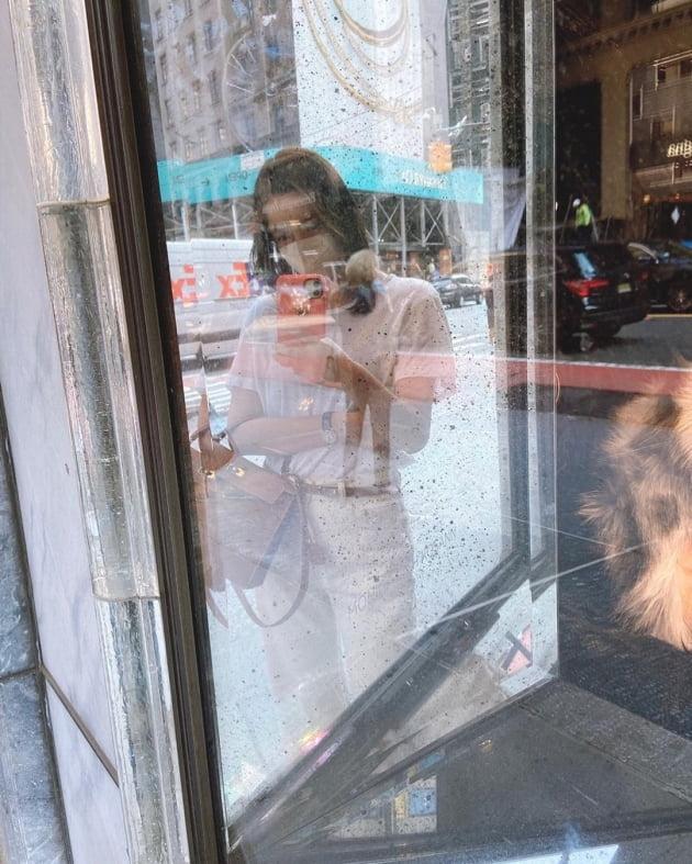 """'권상우♥' 손태영, 뉴욕 맨해튼 명품거리로 H사 가방 들고 """"선물 사러 총총"""" [TEN★]"""