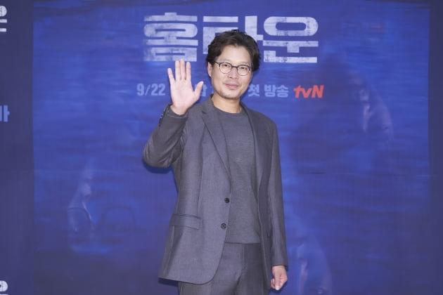 배우 유재명이 15일 오후 온라인 생중계된 tvN 새 수목드라마 '홈타운' 제작발표회에 참석했다. /사진제공=tvN