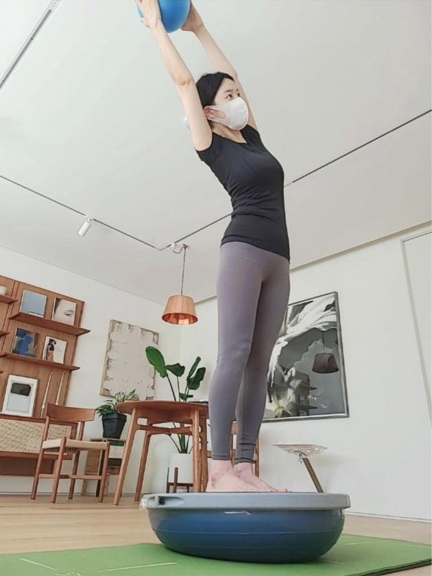 """'검사♥' 한지혜, """"출산 후 85일차"""" 몸매 회복 비결은 홈트 """"아직 5kg 남았어요"""" [TEN★]"""