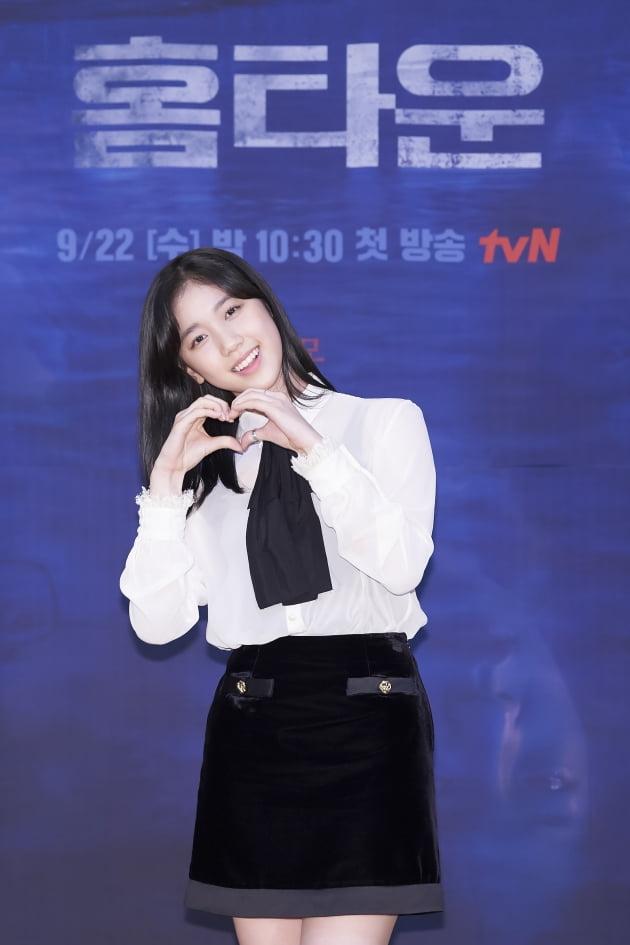 '홈타운'에서 이레는 조경호의 딸이자 여중생 조재영으로 등장한다. /사진제공=tvN