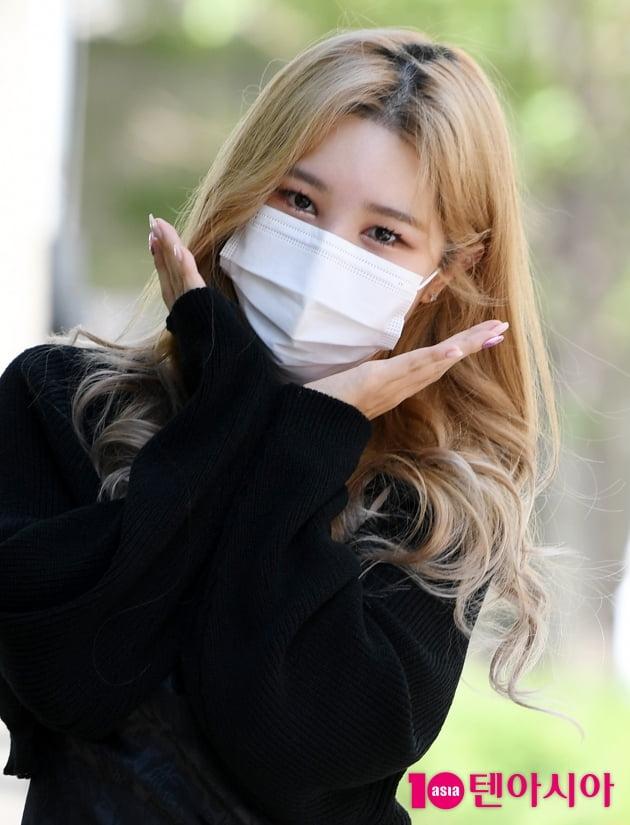 [TEN 포토] 해시태그 승민 '아름다운 흑장미'