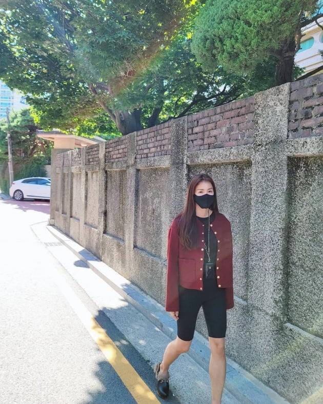 """'외식사업가♥' 이시영, 목엔 C사·발엔 G사 명품 아이템 하고 """"무지개"""" 본 날 [TEN★]"""