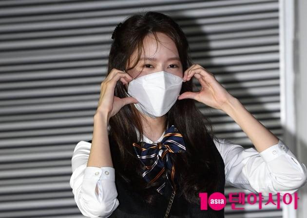 [TEN 포토] 윤아 '볼하트 처음 해봐요~'