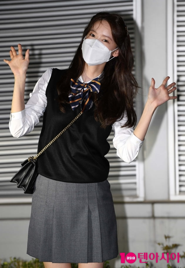 [TEN 포토] 윤아 '밤에도 열일중'