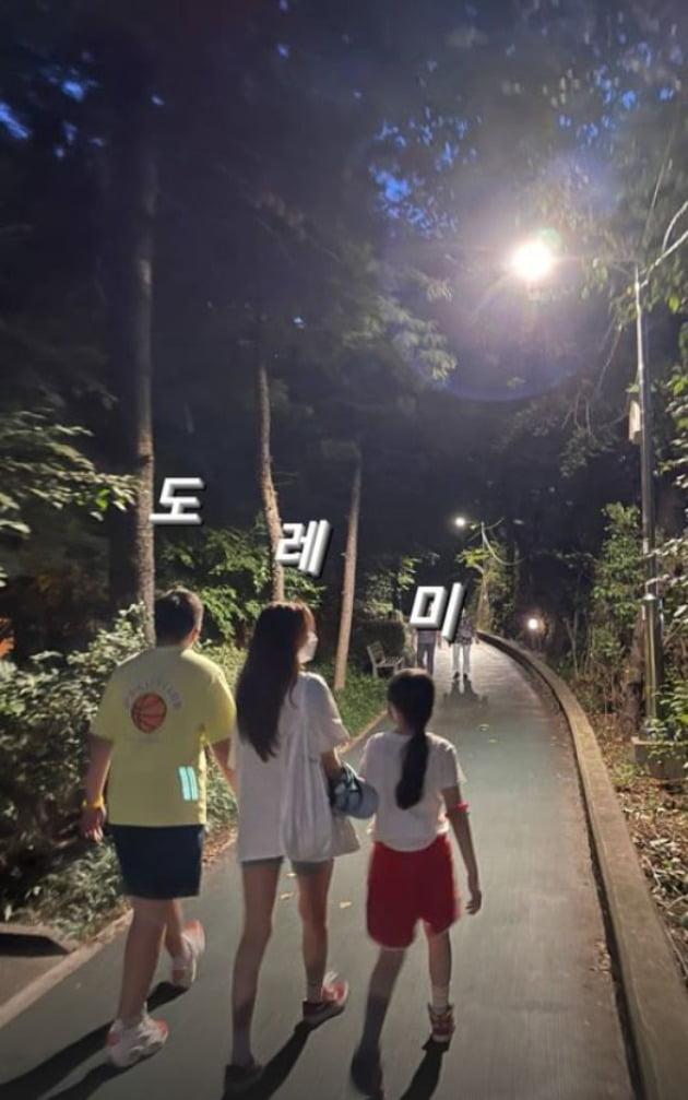 """'애둘맘' 정시아, ♥백도빈과는 맥주·'남사친'과는 밤 산책 데이트 """"시원함"""" [TEN★]"""