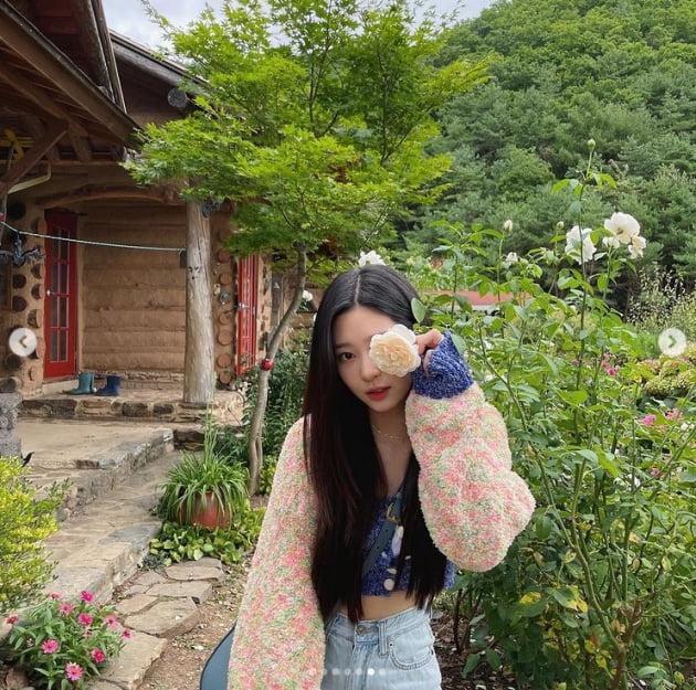 김민주, 일상이 화보...꽃밭에 꽃이 또 있네[TEN★]