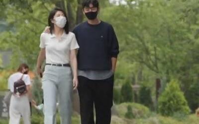 """이지훈, 동생과 스킨십에 연인 의혹…""""볼 뽀뽀까지?"""""""