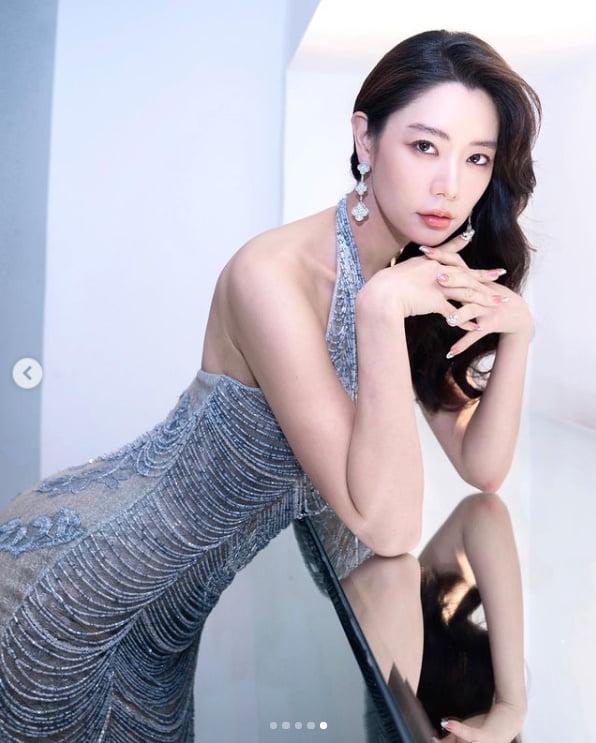클라라, 몸매 드러낸 밀착드레스...섹시한 시스루[TEN★]