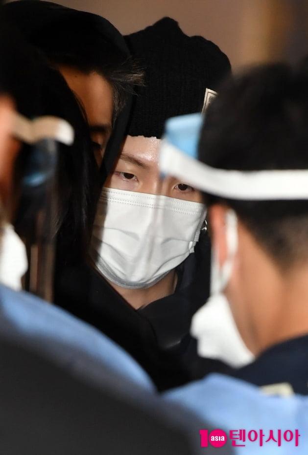 [TEN 포토] 방탄소년단 RM '후드티로 철통방어'