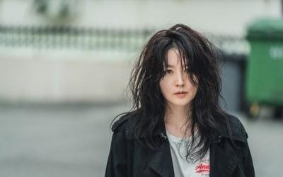 이영애, 폭탄 머리+꼬질꼬질 차림…이런 모습 처음