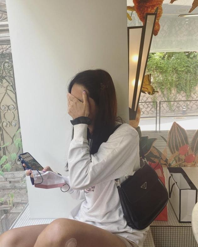 '차범근 며느리' 한채아, 320만원짜리 P사 명품백 메고 식사 중…쑥스러운 미소 [TEN★]