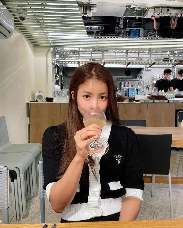 """'연매출 25억 사업가♥' 이시영, C사→P사 '명품 치장'의 끝을 보여주는 """"week"""" [TEN★]"""