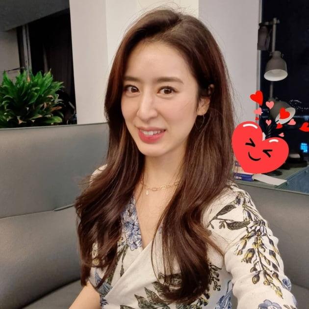 '주진모♥' 민혜연, 왕방울만한 이목구비에 골드 체인 목걸이…강아지상 미인 [TEN★]