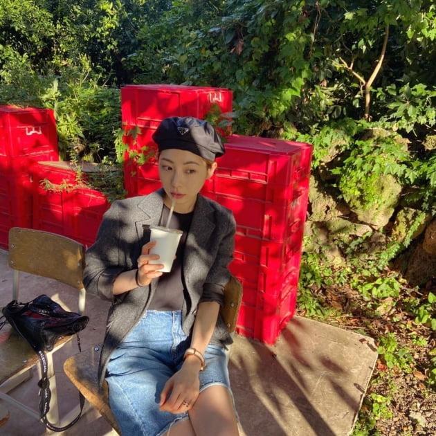 """'재혼' 정겨운♥'초혼' 김우림, 10살 차이 무색한 비주얼 부부…제주 카페에서 """"행복"""" [TEN★]"""