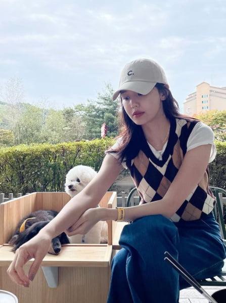 최수영, 연인 정경호와 가을 만끽?…민낯도 눈부시면 어떡해[TEN★]