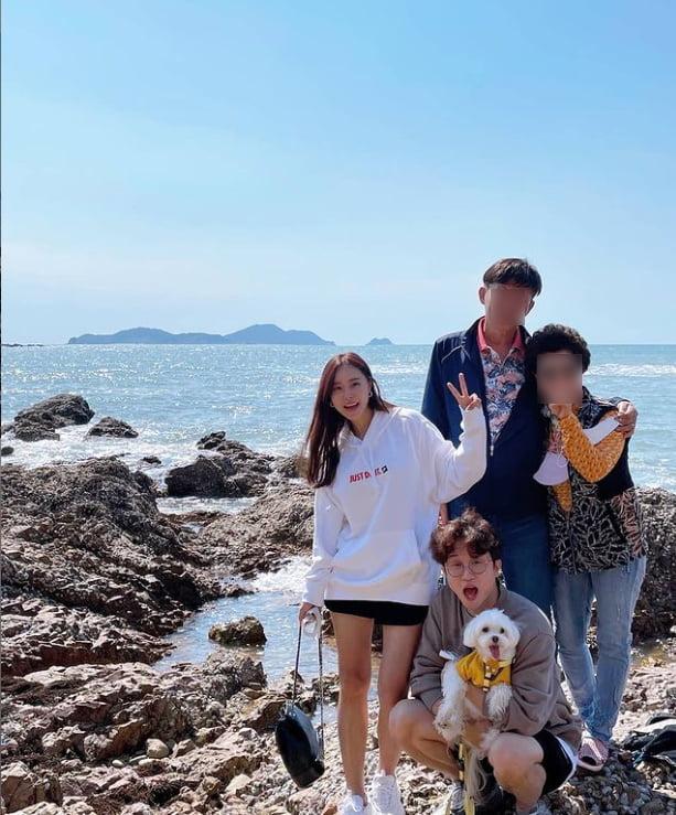 박성광♥이솔이, 가족들과 함께한 바닷가...행복합니다[TEN★]