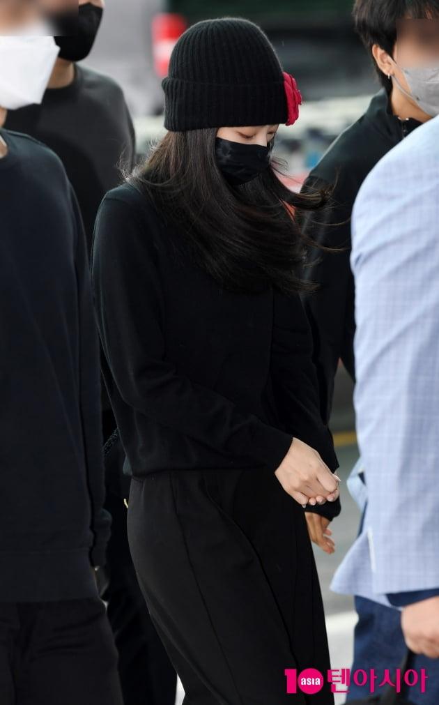 [TEN 포토] 블랙핑크 제니 '수수한 공항패션'