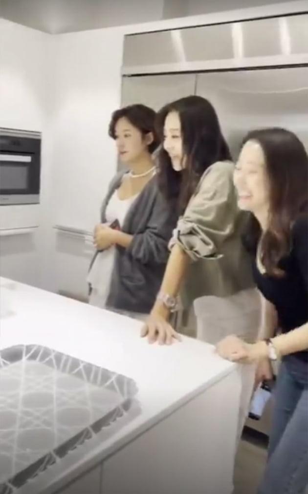 '♥이영돈과 재결합' 황정음, 구절판→3단 트레이 디저트…화려한 파티상 [TEN★]