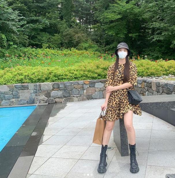정유미 '♥' 강타에게 빵 선물?…호피 원피스로 뽐낸 각선미 [TEN★]