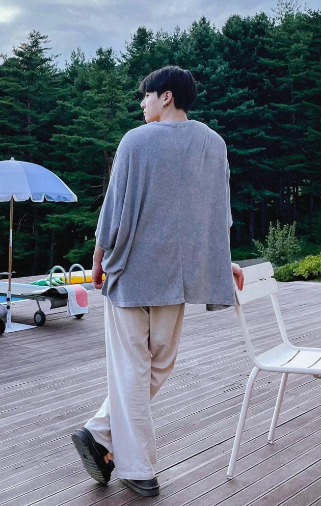 방탄소년단 정국 숨멎·심쿵' 남신 뒷태 아우라 대폭발