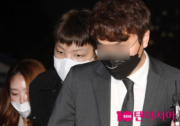 [TEN 포토]'무면허·경찰 폭행' 노엘 '변호사 뒤에 숨어서'