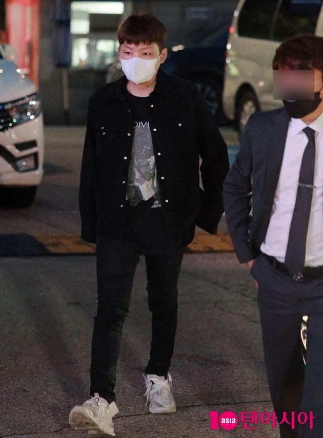 [TEN 포토]'무면허·경찰 폭행' 노엘 '경찰서 출석'