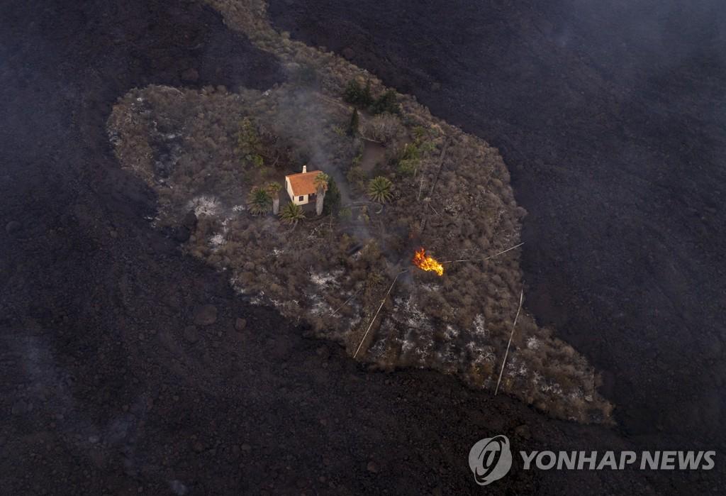 """용암 뒤덮인 라팔마섬서 살아남은 주택 한채…""""기적"""""""