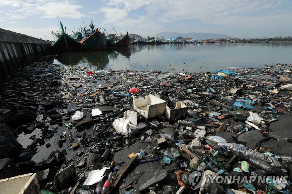 """베이조스 """"지구 땅·바다 30% 보존 돕겠다"""" 10억달러 투자"""