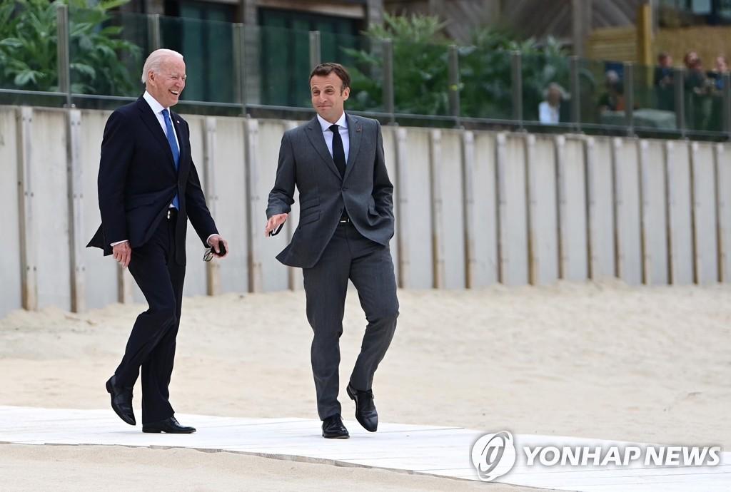 미, '오커스'로 격앙된 프 달래기…바이든, 마크롱과 통화 예정