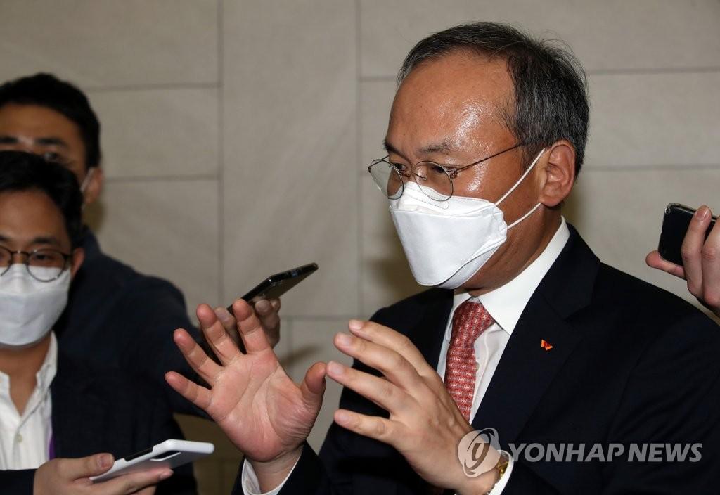 """이석희 SK하이닉스 """"중국 전력난 영향없어…메모리 내년도 좋다"""""""