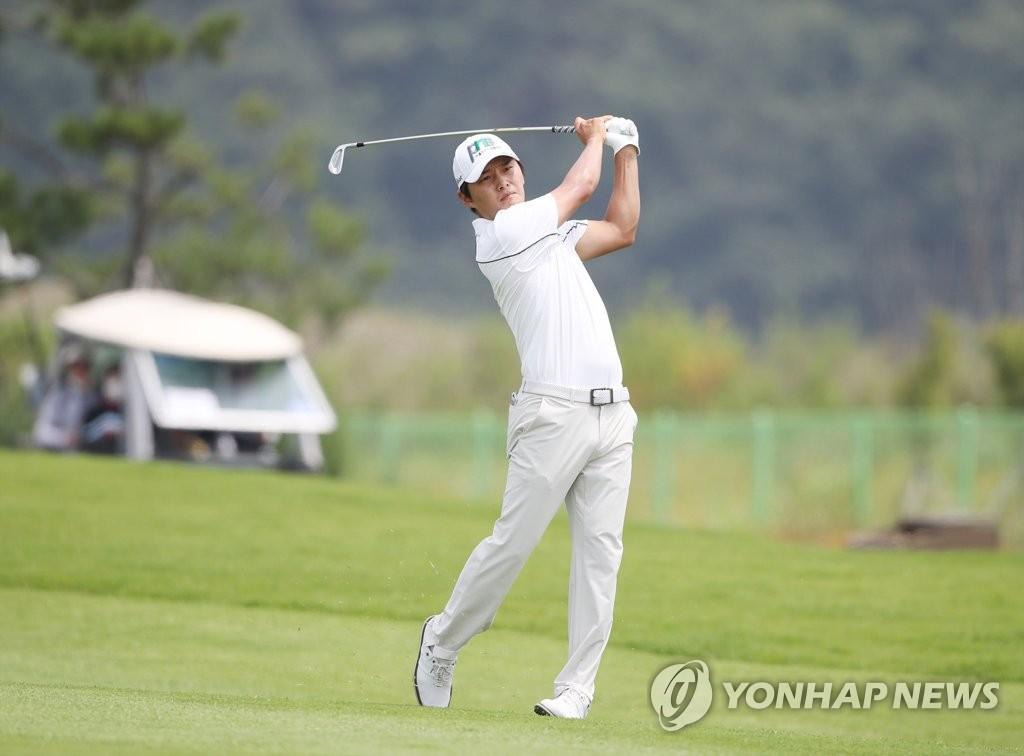 4홀 연속 버디 김영수, 어바인오픈 2R 선두…박상현 1타 차 2위
