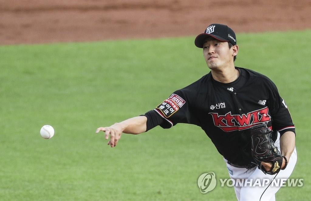 고영표, 8이닝 1실점 비자책 시즌 9승…선두 kt, 2위 LG 제압